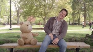 Ted Wahlberg Parkbank lachen Bild